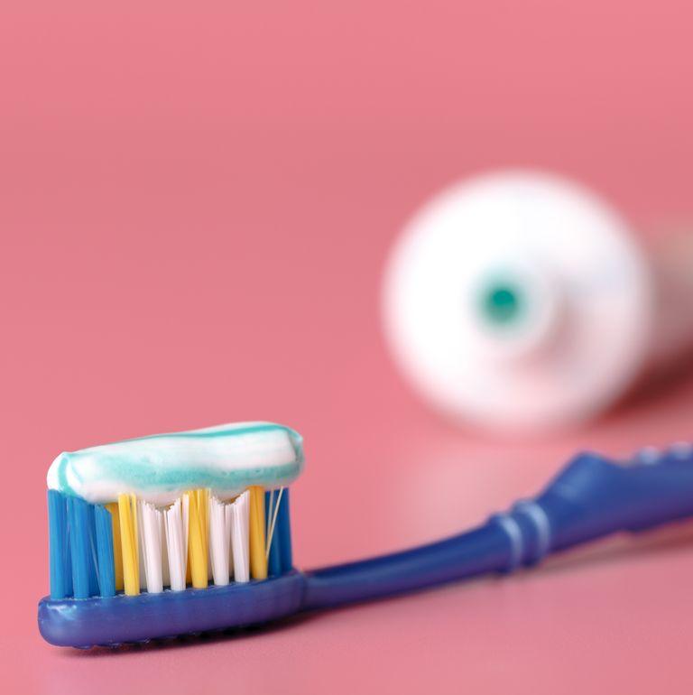 عدم تنظيف الاسنان بشكل جيد