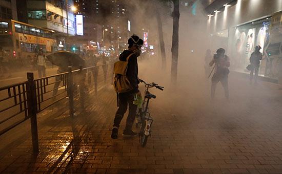 امنتشار الغاز المسيل للدموع لتفريق المحتجين