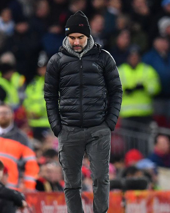 جوارديولا خلال مباراة ليفربول ضد مانشستر سيتى