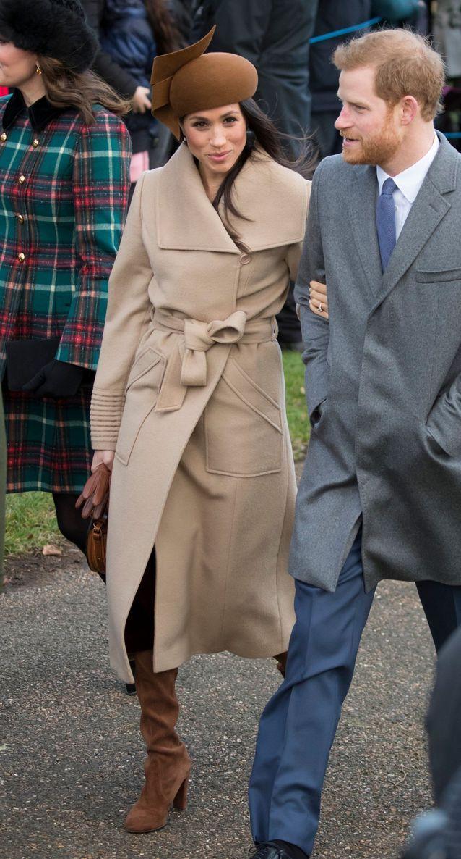 معطف طويل باللون البيج
