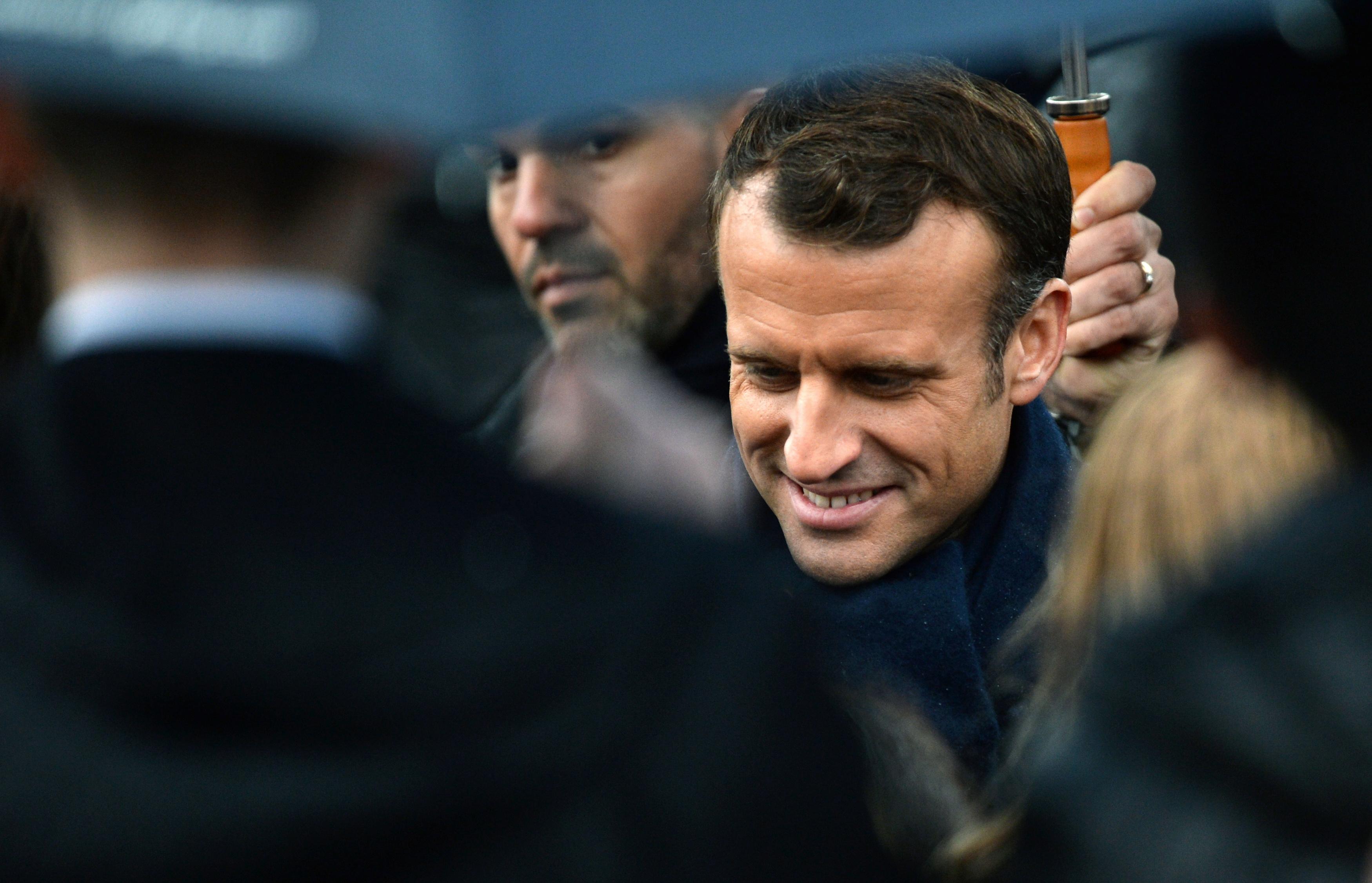 ماكرون حول باريس لعاصمة العالم فى هذه الاحتفالية العام الماضى