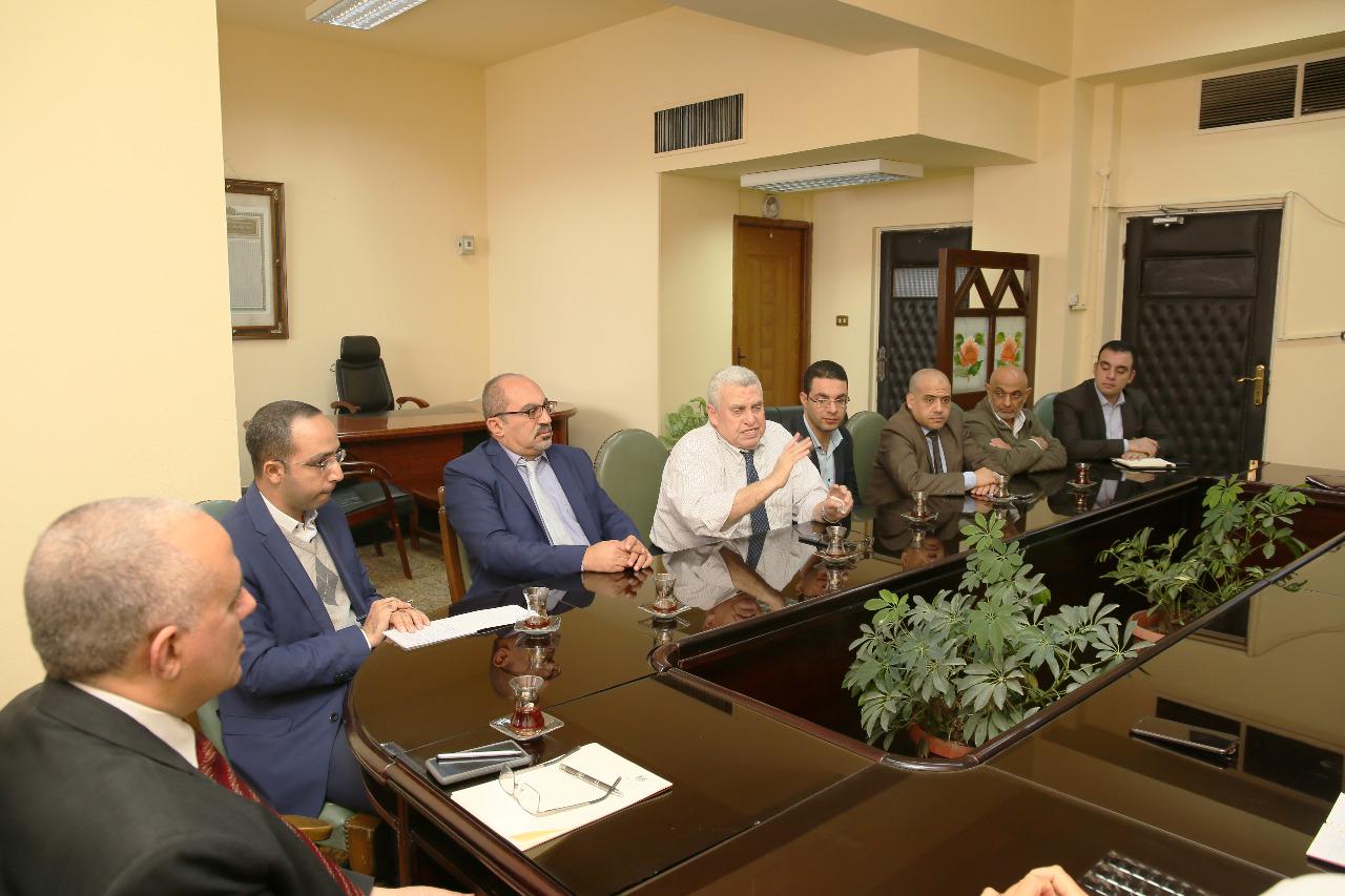 اجتماع وزير الرى بـالمعنيين بدراسة تحديث الامكانات والسحب الامن للخزانات الجوفية بمصر  (3)