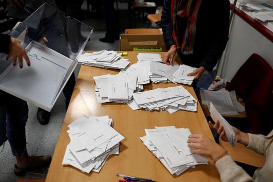 تفريغ محتويات بطاقات الاقتراع