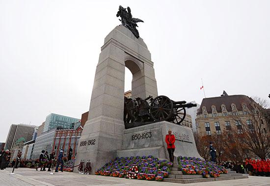 النصب-التذكاري-الوطني-للحرب-في-يوم-الذكرى-في-أوتاوا