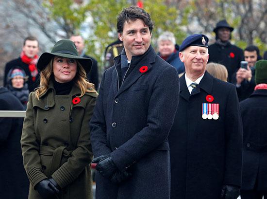رئيس-الوزراء-الكندي-جاستن-ترودو-وزوجته-صوفي-يحضران-حفلًا-في-النصب-التذكاري-للحرب-الوطنية