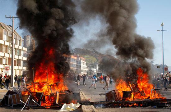 النيران فى شوارع تشيلى