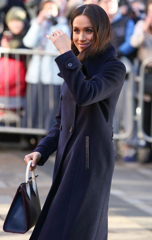 معطف طويل باللون الكحلي
