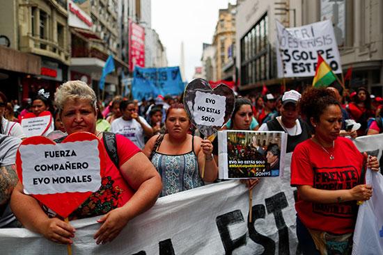 مظاهرة مؤيدة للرئيس البوليفي إيفو موراليس بعد إعلان استقالته يوم الأحد في بوينس آيرس