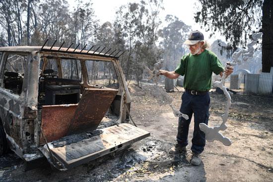 النيران التهمت سيارة