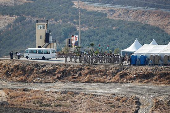 الجنور الاردنيون يحتفلون باستلام منطقتة الباقورة والغمر من اسرائيل