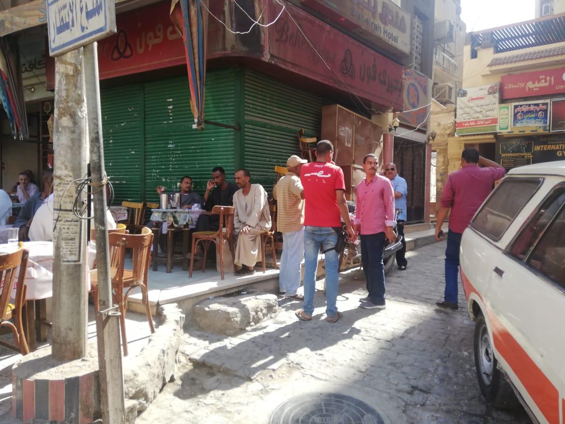 حملة مكبرة لإزالة الإشغالات وسط مدينة أسوان.. صور (6)