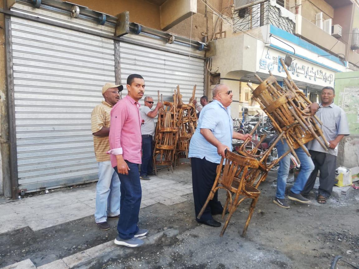 حملة مكبرة لإزالة الإشغالات وسط مدينة أسوان.. صور (2)