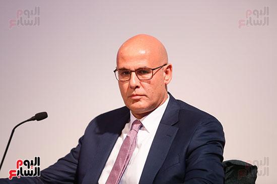 منصة جلسة الاستثمار بقمة مصر الاقتصادية  (10)