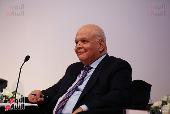 منصة جلسة الاستثمار بقمة مصر الاقتصادية  (8)