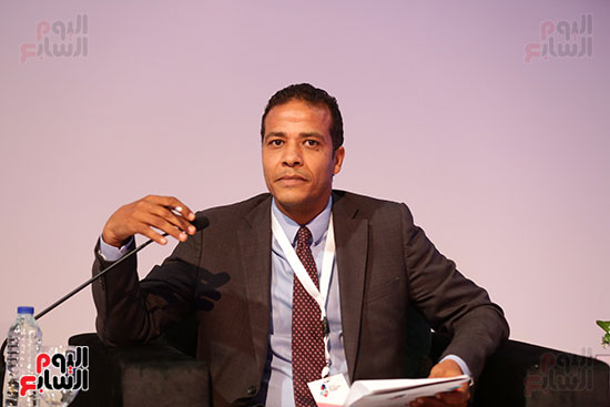 منصة جلسة الاستثمار بقمة مصر الاقتصادية  (3)
