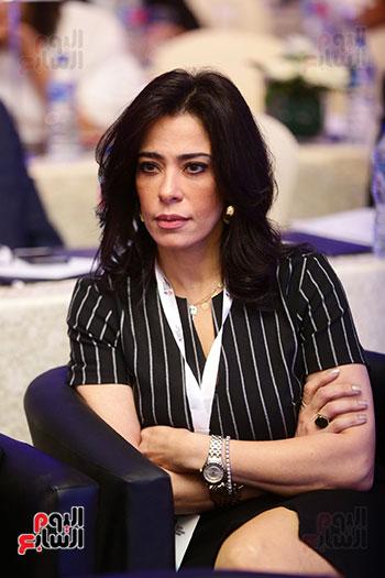 منصة جلسة الاستثمار بقمة مصر الاقتصادية  (16)