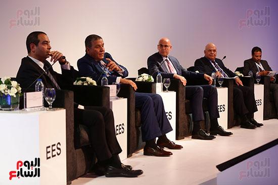منصة جلسة الاستثمار بقمة مصر الاقتصادية  (13)