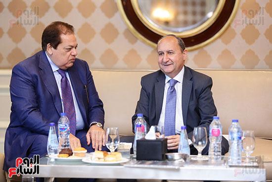 محمد ابو العينين ورئيس البورصة