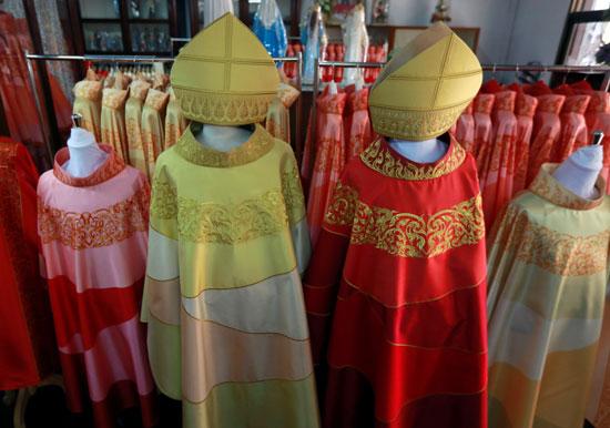 مجموعة-من-أزياء-البابا