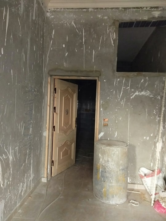 المنزل من الداخل قبل تشطيبه