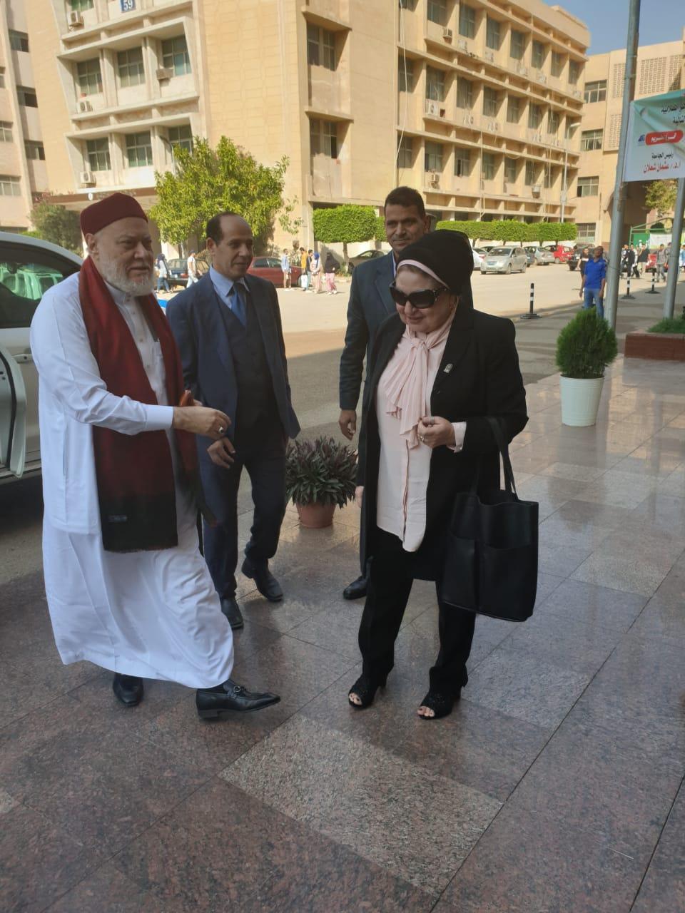 المفتى مع رىيس قسم الاديان المقارنة