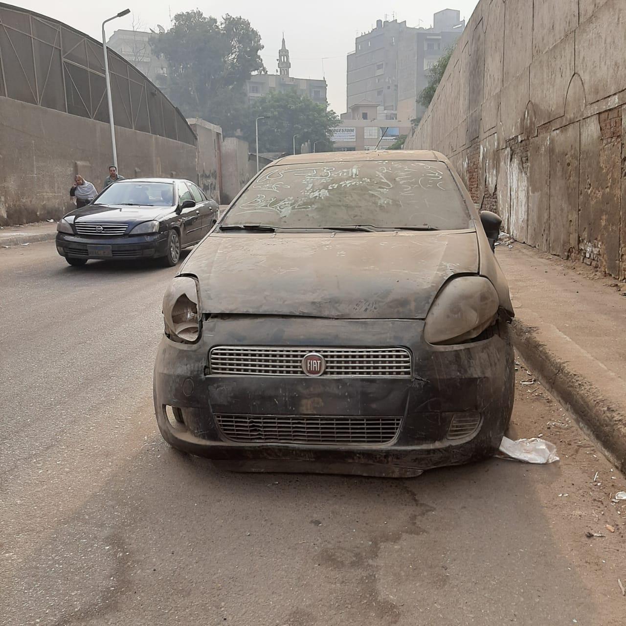 سيارة بجون بوحة معدنية