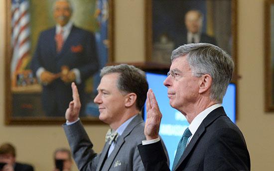 جورج كينت وويليام تايلور خلال أداء اليمين