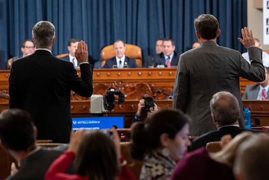 السفير بيل تايلور ، القائم بالأعمال في السفارة الأمريكية في أوكرانيا ؛ وجورج كينت ، نائب مساعد وزيرة الخارجية للشؤون الأوروبية والأوروبية الآسيوية