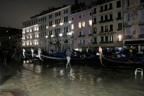 شوارع غارقة فى مياه الأمطار