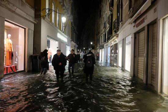 جانب من غرق الشوارع
