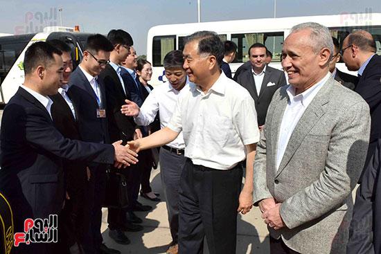المحافظ خلال توديع الوفد الصينى لدى مغادرة البلاد