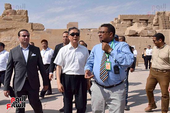 شرح مفصل لنائب الرئيس الصينى خلال زيارته معابد الأقصر