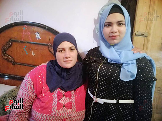 أميرة-أحمد-الشهيرة-بفتاة-العياط-مع-والدتها-(2)