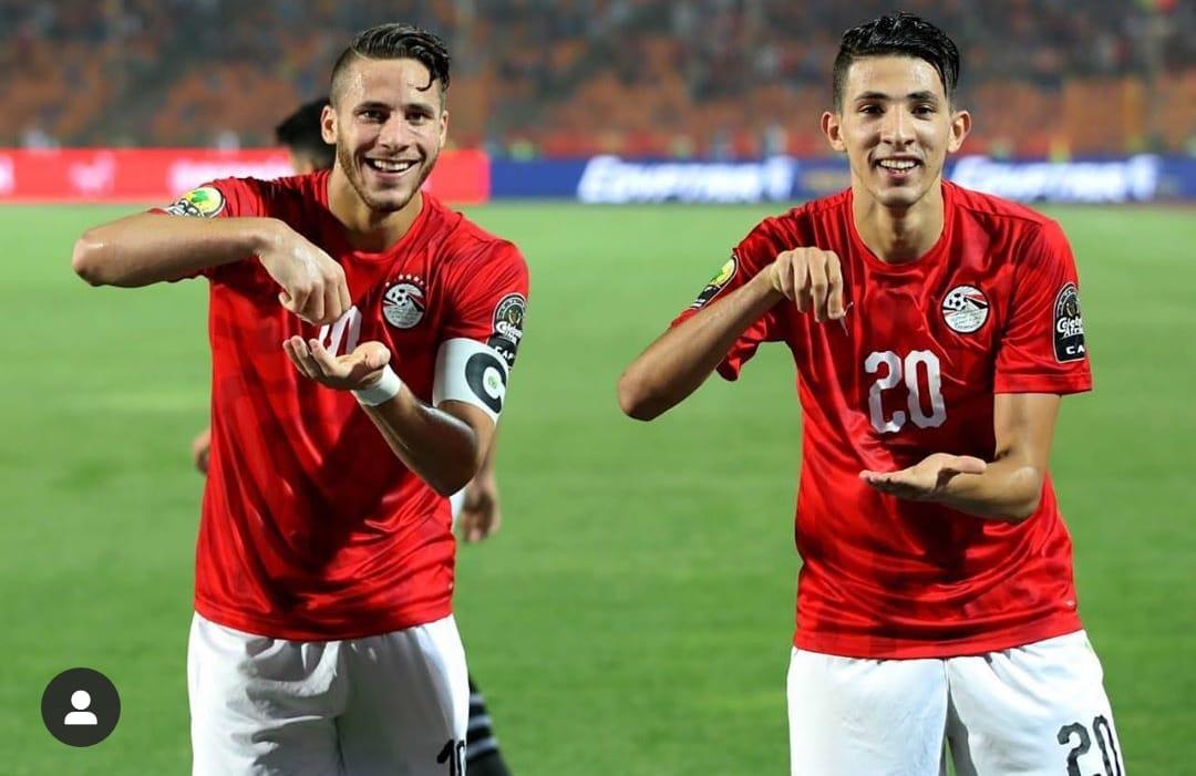 فتوح يحتفل بفوز المنتخب الاولمبى مع صبحى على طريقة طاهر محمد طاهر