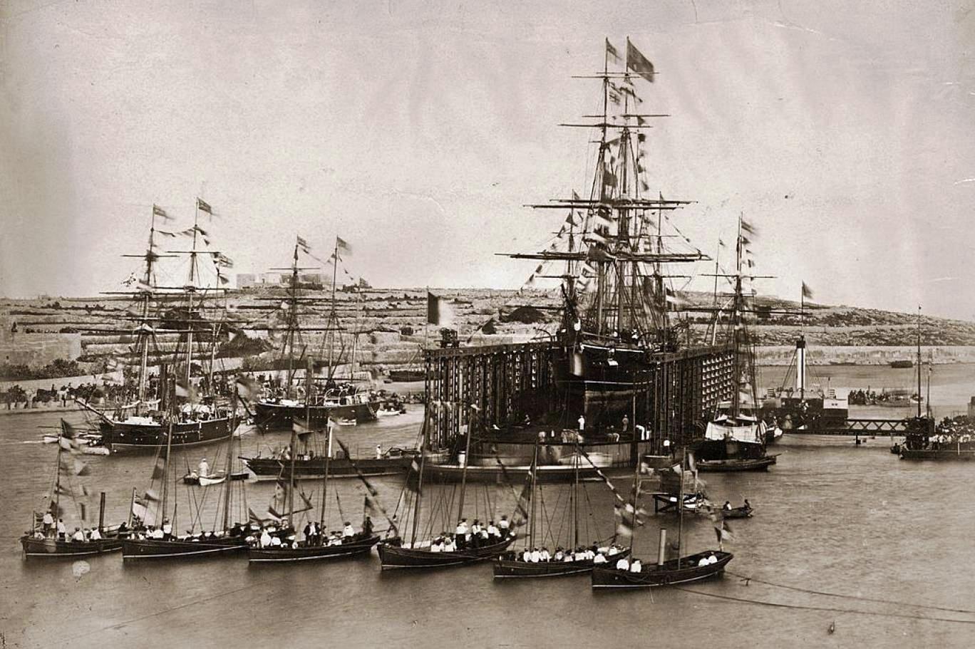 14- بداية عبور السفن فى القناة لأول مرة  عام 1869