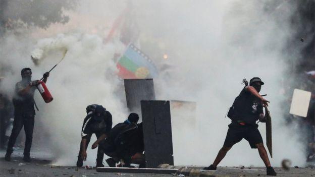 اشتباكات بين الشرطة والمتظاهرين فى تشيلى
