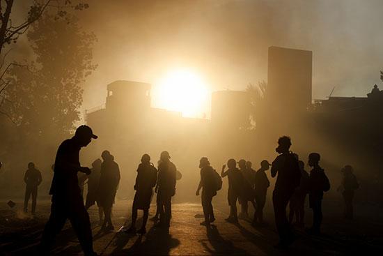 المتظاهرون فى شوارع تشيلى منذ بذوخ الشمس