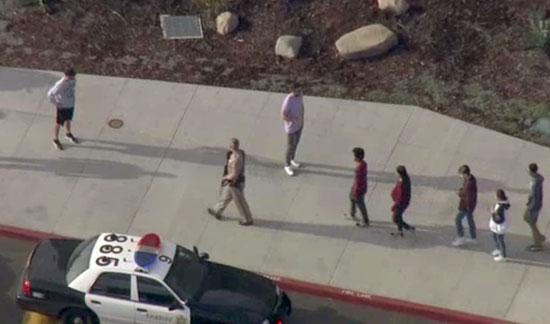 الشرطة الأمريكية تخرج الطلبة