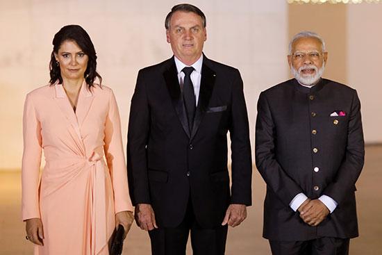 الرئيس البرازيلى وحرمه يستقبلون رئيس الوزراء الهندى