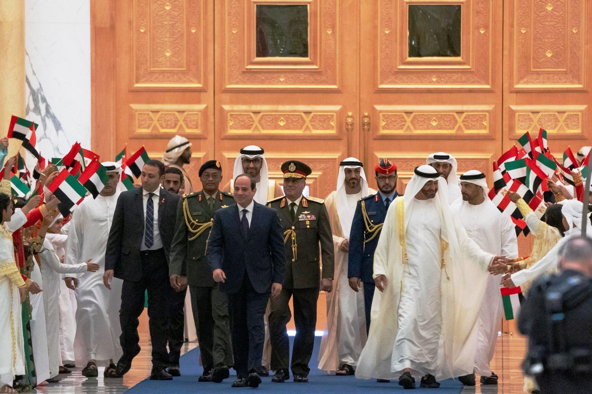 استقبال ولى عهد أبو ظبى للرئيس السيسى