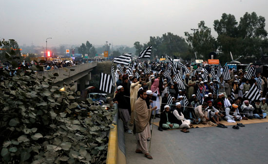 غلق طرق فى باكستان