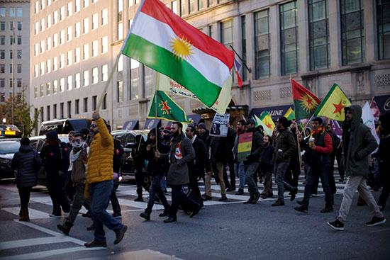 محتجون مؤيدون للأكراد يتظاهرون أمام البيت الابيض احتجاجا على زيارة اردوغان