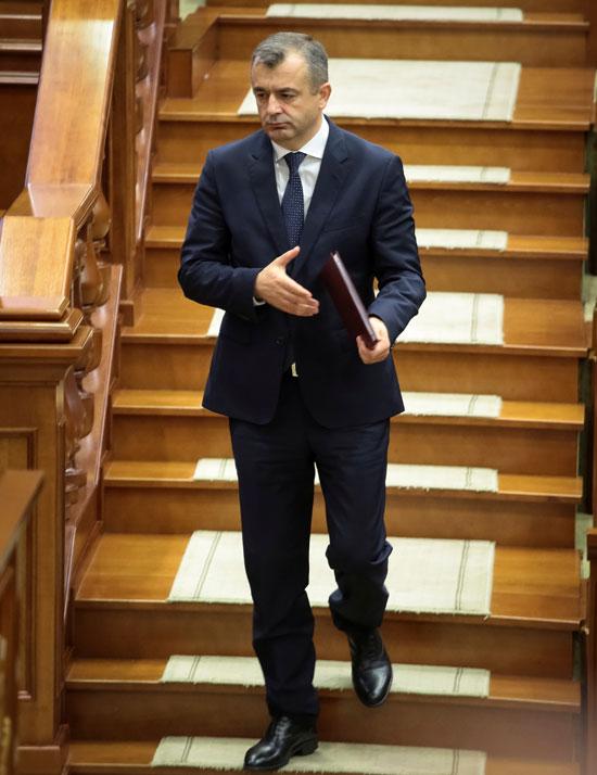 دخول رئيس وزراء مولدوفا الجديد إلى قاعة البرلمان