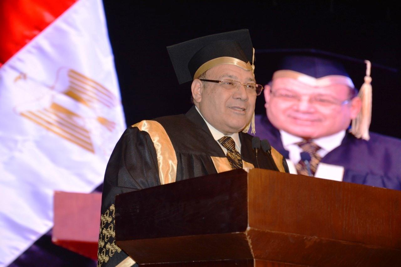وزير التعليم العالى ومحافظ شمال سيناء وحسن راتب فى احتفالية جامعة سيناء (2)