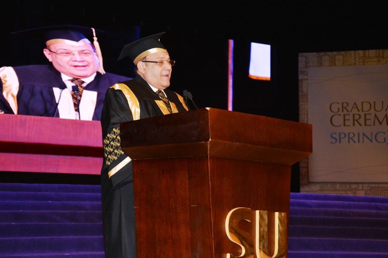وزير التعليم العالى ومحافظ شمال سيناء وحسن راتب فى احتفالية جامعة سيناء (11)