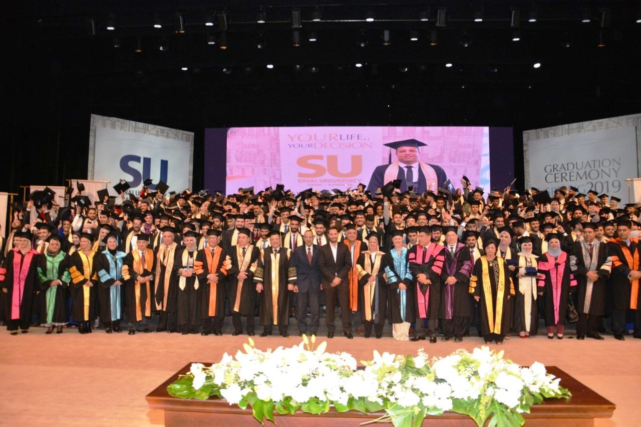 وزير التعليم العالى ومحافظ شمال سيناء وحسن راتب فى احتفالية جامعة سيناء (3)