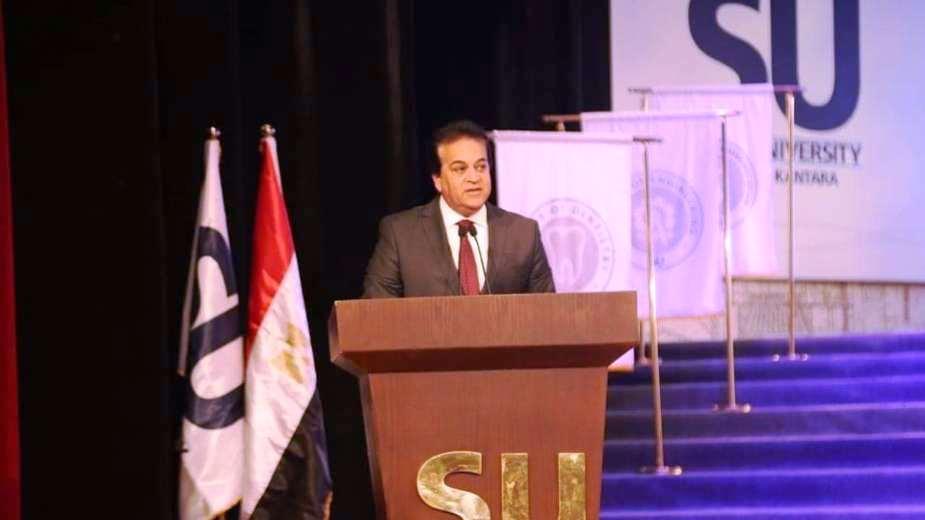 وزير التعليم العالى ومحافظ شمال سيناء وحسن راتب فى احتفالية جامعة سيناء (6)