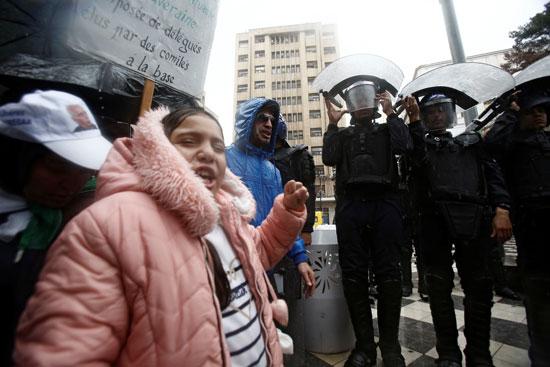 جانب من احتجاجات تحت الأمطار بالجزائر