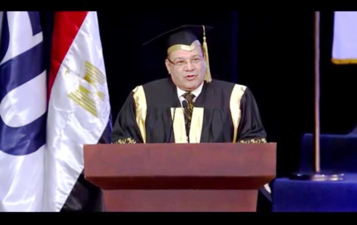 وزير التعليم العالى ومحافظ شمال سيناء وحسن راتب فى احتفالية جامعة سيناء (4)