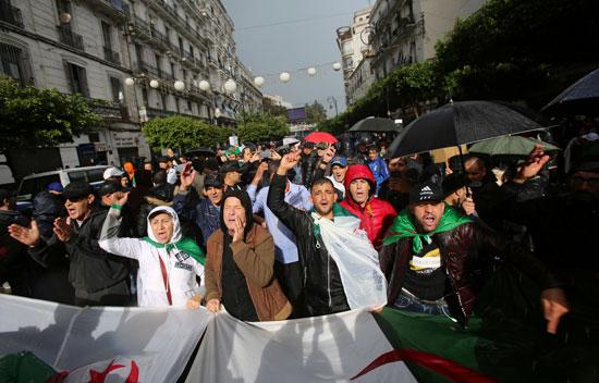 مظاهرات تحت المطر